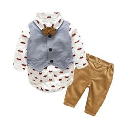 Tuta gentile online-2018 manica lunga set di vestiti del neonato vestiti infantili vestiti del bambino ragazzi gentiluomo di cotone bow tie + body + vest + pantaloni 4 pezzi set