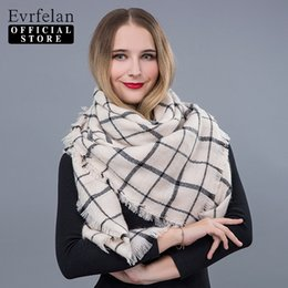 Wholesale tartan hijab - QUDDA 2018 New Autumn Winter Triangel Warm Scarf Tartan Plaid Blanket Hijab Women Scarves Shawls Bandana Poncho Ladies Scarf
