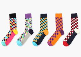 Haute qualité marque heureux vent britannique carré treillis contraste couleur hommes chaussettes de sport de coton chaussettes dans la personnalité de loisirs de mode tube ? partir de fabricateur
