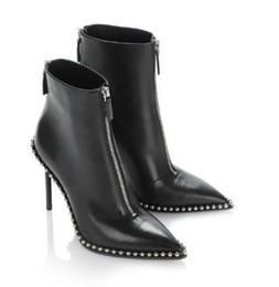 Saltos dianteiros pontiagudos on-line-2018 New Ankle Boots para Mulheres Apontou Toe Rebites Botas de Salto Alto Feminino Frente Zíper Outono Inverno Botas Mujer