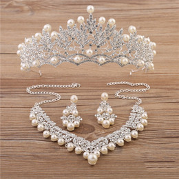 Wholesale Classic Pearl Set - Sparkle Wedding Accessories Sets Silver Plated African Beads Cheap Crown Bling Bridal Accessories Online 2018 Cappelli Da Sposa