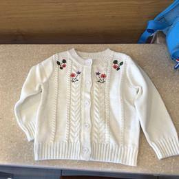 d7870cc215330 enfants vêtements de marque filles couleur blanche fille Cardigan manteau  printemps automne fille enfants cardigan pull fleur broderie pull 100% coton  pulls ...