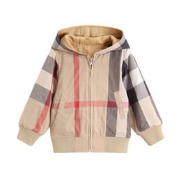 Chaqueta a cuadros 2018 otoño invierno nuevos estilos niños de manga larga chaqueta a cuadros gruesa chaqueta con cremallera caliente niñas de algodón de alta calidad con capucha outwear desde fabricantes