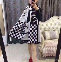 2019 foulards double face 2018 Nouveau châle de luxe, foulard à carreaux  noir et blanc adaa7efda02
