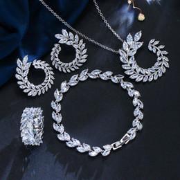 22908251bb64 Joyas de novia de lujo conjunto de joyas chapado en oro blanco AAA CZ flor  pendientes collar anillo pulsera 4 en 1 conjunto de joyas para niñas  mujeres LY- ...