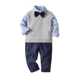 2019 junge outfit weste Kinder Jungen Gentleman Outfits Langarm-Shirt + gestrickte Pullover Weste + Freizeithosen + Bögen binden 4-tlg Herbst Jungen Kleidung Sets Y427 rabatt junge outfit weste