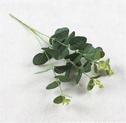 Folhas verdes falsas on-line-Verde Folhas Artificiais Grande Plantas De Folha De Eucalipto Material De Parede Plantas Decorativas Falso Para Casa Loja Jardim Decoração Do Partido 50 cm