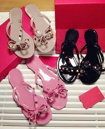 Argentina Nuevo Verano de Alta Calidad Mujeres Chanclas Zapatillas Sandalias Planas Arco Rivet Moda Pvc Crystal Beach Shoes supplier flat crystal slipper sandals Suministro