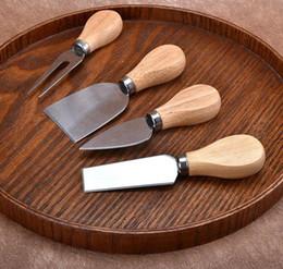 Cuchillos de bajo precio online-Precio más bajo! 4pcs / juegos queso Cuchillos Consejo Conjunto de roble Handle mantequilla Esparcidor Tenedor cuchillo de cocina Kit de Herramientas de cocina Accesorios útiles