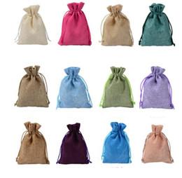 I sacchetti dei monili di iuta online-9 * 12CM Mini sacchetto di iuta Borsa di tela di lino piccola borsa con coulisse Borse gioielli anello di nozze Bomboniere Confezioni regalo