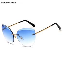 2019 diamante sem aro Berthattina moda atual sem aro de diamante de corte lente óculos de sol para as mulheres marca designer cat eye óculos de sol das mulheres óculos desconto diamante sem aro