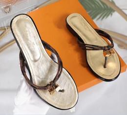Argentina Descuento 2018 diseñador de la marca de lujo de las mujeres del verano sandalias de playa tobogán zapatillas de moda zapatos de interior tamaño de la serpiente 35-42 cheap discount summer sandals Suministro