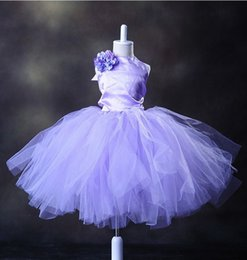 La moda de la muchacha Purple Halter Tul Custom Custom La princesa Flower Girl Dress La longitud del té Flores hechas a mano Arcos Kids Prom Vestido de cumpleaños desde fabricantes