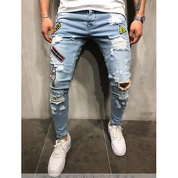 Jeans hiphop masculino on-line-2018 Mens Moda Rasgado Calça Jeans com Patches Afligido Destruído Patchwork Masculino Streetwear Hiphop Emblema Calças Jeans