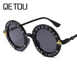 2019 kleine manndekorationen QETOU Punk Sonnenbrille Trending Little Bee Dekoration Candy Farbe Frauen Runde Sung lasses Mode Männer Brille UV400