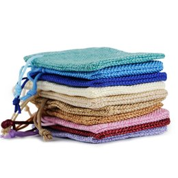 I sacchetti dei monili di iuta online-17 * 23 cm multi colori mini sacchetto di iuta borsa di lino canapa piccoli sacchetti con coulisse collana anello sacchetti di gioielli bomboniere regalo imballaggio 710