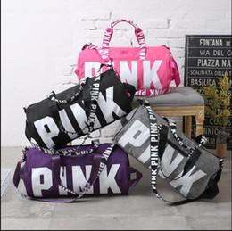 Wholesale PINK Bolsa de viaje bolsa de hombro PINK sports fitness aslant bag Carta de gran capacidad Waterproof Beach Bags Women Stripe Bolsos de lona Bolsos