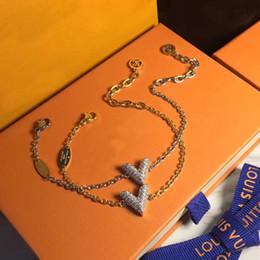 2018 Marque en laiton Matériel V Forme Pendentif avec diamants Femmes Bracelet Bijoux Style Livraison gratuite PS6377 ? partir de fabricateur