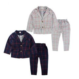 Marchi di abbigliamento al dettaglio online-Vendita al dettaglio di abbigliamento per bambini di marca Inghilterra Abbigliamento per bambini Gentleman Boy Party / Abiti da sposa Baby Boy Plaid formale Set a maniche lunghe
