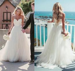 Cinghie del neckline dell'innamorato dei vestiti da cerimonia nuziale online-Abito da sposa da spiaggia stile country con scollo a cuore senza spalline