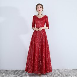 2019 vestido de novia de la mujer simple vestido rojo del vestido de noche del banquete temperamento auto cultivo atractiva etiqueta de acogida de las mujeres orientales vestidos de boda del traje vestido de novia de la mujer simple baratos