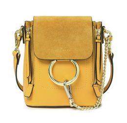 Mochilas unidas on-line-2018 mini mochila de couro das mulheres cadeia de anel de metal decorativo mochila saco Europa e nos Estados Unidos bolsas de moda