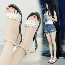 Wholesale Buttons Sewing Pearls - Low heel sandals, 2018 women's summer bags and Roman sandals fashion pearl button sandals.New product on sale