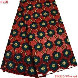 Tissus de dentelle nigérians 100% coton mode œillet africain dentelle de voile pour la robe de couture dentelle de voile suisse en Suisse SW-220 ? partir de fabricateur