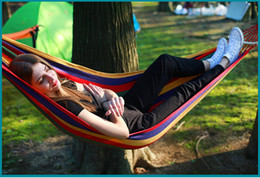2019 club di altalene Hot Travel Camping Hammock Tempo libero Letto a penzoloni Giardino per interno Arcobaleno Colore Single Canvas Amache ispessite Anti Rollover Club club di altalene economici