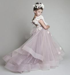 Robe de mariée avec une épaule en Ligne-Lovely New Tulle volants à la main fleurs une épaule robes filles Robes Pageant Robes pour le mariage fait sur commande gratuit WY116