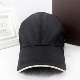 Chapeau de style populaire français casquette de baseball de marque de luxe hommes et femmes modèles boîte noire de cap emballage d'origine ? partir de fabricateur