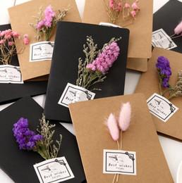 Flores secas Real Cartão de Saudação DIY Kraft Retro Papel Mão-Seca Flor Cartões de Presente Criativo Flores 1 PC Presentes Dia das Mães de Fornecedores de fada convites