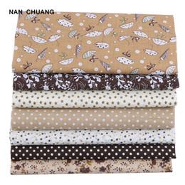 спандекс павлина Скидка Nanchuang кофе тонкий хлопчатобумажная ткань пэчворк Для шитья Записки ткань ткани для одеяло рукоделие шаблон 25x25m 7 шт./лот