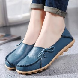 Wholesale shoes ladies outdoor - Wholesale Wholesale 20 colors outdoor Genuine Leather Doug Shoes Woman Loafers New Flat with Soft Bottom Casual Shoes Female Ladies Leisure