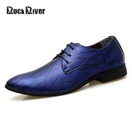 chaussures formelles hommes bleus Promotion 2018 Luxe Marque Italienne Chaussures Formelles Hommes Pointu Hommes Robe Chaussures Rouge Bleu Respirant Microfibre Bureau De Mariage Hommes