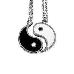 Collar de los amantes del yin yang online-Amantes Esmalte Yin Yang Negro Blanco Pareja Collar Colgante Vintage Encantos de plata Cadena Gargantilla Collar Mujeres Joyería Accesorios de regalo NUEVO