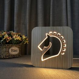 2019 cavallo intagliato in legno LED 3D NightLight Lampada in legno Nightlight cavallo USB Power Home Camera da letto Tavolo Desk Decorazione Lampada Legno 3D Carving Pattern LED NightLight cavallo intagliato in legno economici