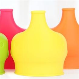 Manga de plastico online-Cubierta de la taza del elefante Grado de la categoría alimenticia Prueba de fugas Suave Anti Desbordamiento Tapa de la botella Cubierta de la taza Drinkware Tapa Piezas de paja Nuevo 4 2ks V