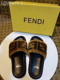 Chaussures plates imprimées pour animaux pour femmes en Ligne-2019 FEMME IMPRESSION LOGO EN FOURRURE PLATE MULE SANDALE CHAUSSURES CHAUSSURES Femme MODE SHOWS Sandales Pantoufles Mules Coins Transparents