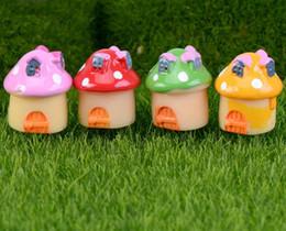 3 Pz / set Cute Cartoon Red Fungo Casa 3 Tipi FAI DA TE In Resina Fata Giardino Decorazione Artigianale In Miniatura Micro Gnome Terrario Gif cheap fairy garden miniatures houses da case in miniatura da fiaba fornitori