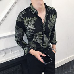 a5e6d41df09 2018 autumn and winter new Korean men s slim long-sleeved flower shirt  British style men s casual bottoming shirt nightclub