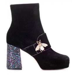 Calzado talla 35 41 online-Tamaño 35-41 Tacones altos de 9 cm para mujer Gamuza negra con cremallera Botines inferiores rojos de la marca de lujo, Zapatos de plataforma de invierno de moda para mujer