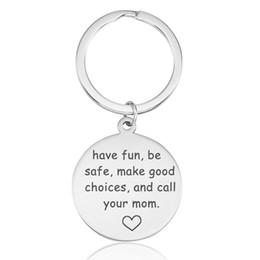mache einzigartige geschenke Rabatt Staffelungs-Keychain Haben Sie Spaß seien Sie sicher, gute Wahlen zu treffen Rufen Sie Ihre Mutter-Edelstahl-runden Schlüsselring-einzigartiges Geschenk für Tochter-Sohn-Großverkauf an