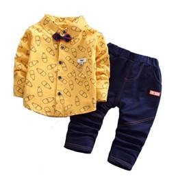 Pajarita jeans online-Ropa de bebé de moda otoño conjunto de algodón de manga larga camisa de impresión + Jeans + pajarita 3pcs chándal ropa de bebé conjunto