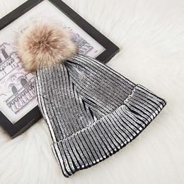 venda de chapéus de peles Desconto Hairmeikang Venda Quente De Malha Bola De Peles Caps para o Pêlo Feminino com Prata Bola de Ouro Chapéus Das Mulheres de Inverno Gorros Reais