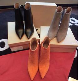 Botas con punta online-Cuero negro de lujo con puntas de los pies en punta para mujer botines, 100 mm Diseñador de moda de mujer sexy en rojo talones de tacones altos zapatos Bombas