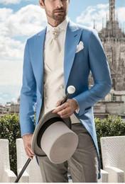 2019 pantaloni di vestito dal cielo blu degli uomini Smoking da uomo blu moda smoking da sposa Smoking da smoking stile mattutino Uomini eccellenti abito da cerimonia promozionale da cerimonia (giacca + pantaloni + cravatta + maglia) 7 sconti pantaloni di vestito dal cielo blu degli uomini