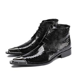 2019 bottes de moto habillées Noir Serpent Peau Hommes Chaussures De Luxe Hommes Ouest Moto Bottes Chaussures Habillées 2018 Printemps Automne Vrai Cuir Bottes Courtes promotion bottes de moto habillées