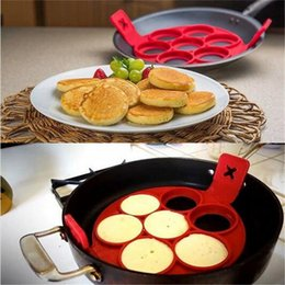 Sartenes para hacer panqueques online-Fantástico NonStick Flippin Pancake Pan Flip Perfect Breakfast Maker Huevos Omelette Flipjack Herramientas 7 Rejillas Pancake Maker