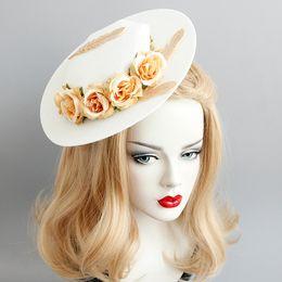2019 mini cappelli da cerimonia nuziale New Fashion donna sposa cappello berretto da sposa in pizzo garza pizzo Fiori Piuma Mini cappelli top fascinator partito clip di capelli cappelli dei monili dei capelli A9712 mini cappelli da cerimonia nuziale economici